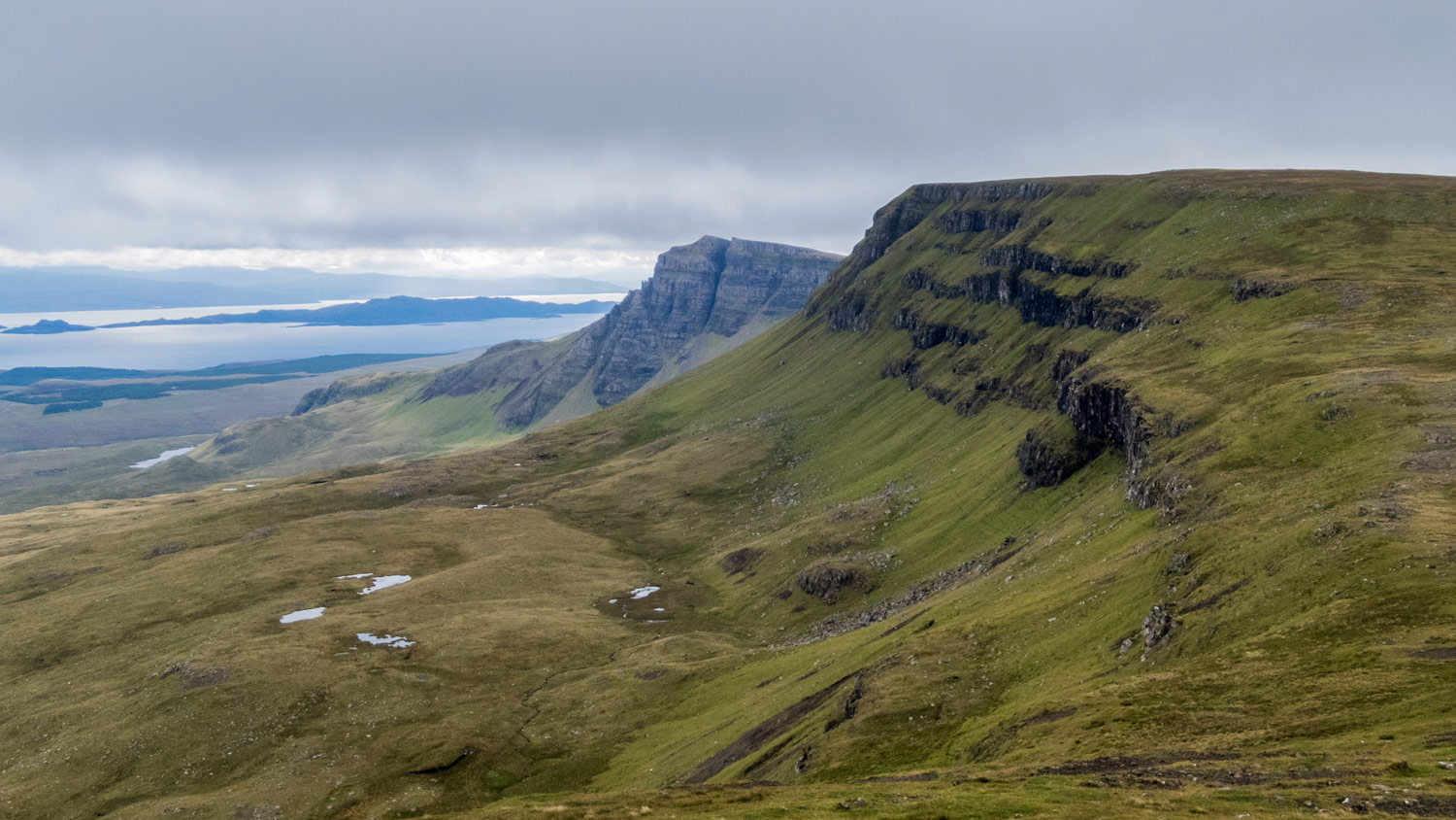 The great cliffs of Sgurr a Mhadaidh Ruadh up ahead.